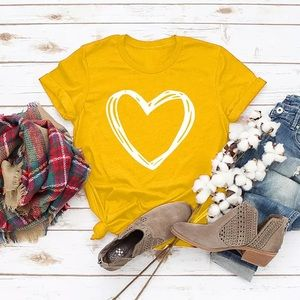 ✨Yellow Heart Graphic Short Sleeved Tee✨